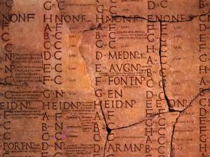 Calendrier Julien, utilisé par l'Etat impérial romain, puis par l'Eglise chrétienne