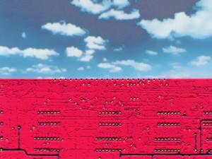 ciel bleu au-dessus d'un champ de mines