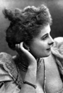 Cassive dans le rôle de la Môme Crevette (Dame de chez Maxim's de Georges Feydeau)
