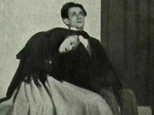 """L'illustration, théâtre 1933.- Sonia et Raskolnikov- Raskolnikov : """"Il ne me reste que toi, plus que toi, si tu veux me rester.""""  Photo Lipnitzki"""