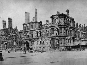 Ruines de l'hôtel de ville de Paris après la Commune