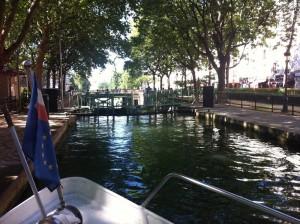 Sur le canal Saint-Martin- écluse