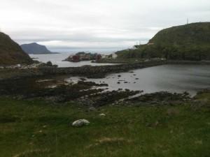 Nyksund : digue reliant l'île au continent. Les deux petites îles sont aussi reliées par une digue