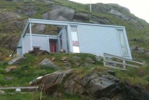 Non cette maison n'a pas basculé, elle est conçue ainsi!