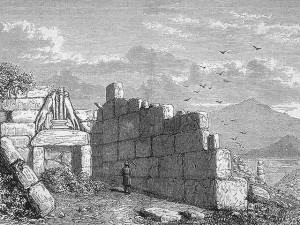 Schliemann devant la Porte des Lions à Mycènes