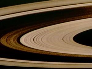 Les anneaux de Saturne en fausses couleurs