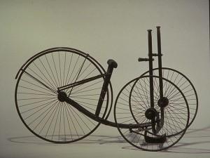 Tricycle de 1879 © Musée des arts et métiers, l'Album