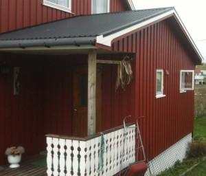 maison de pêcheur à Honningsvag, où pendent les morues séchées
