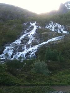 Munkebu : le Soleil était derrière la montagne...