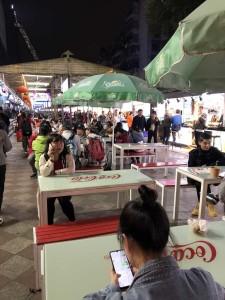 rue où l'on mange à Guiyang