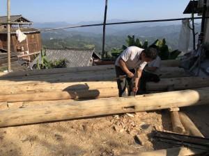 travail de charpente, village Dong