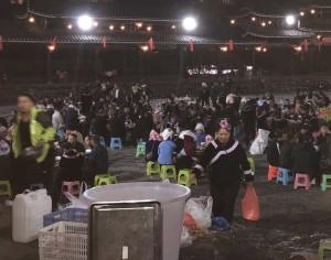 repas collectif dans un village Miao