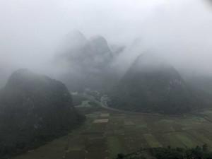 Village Miao, protégé par les collines